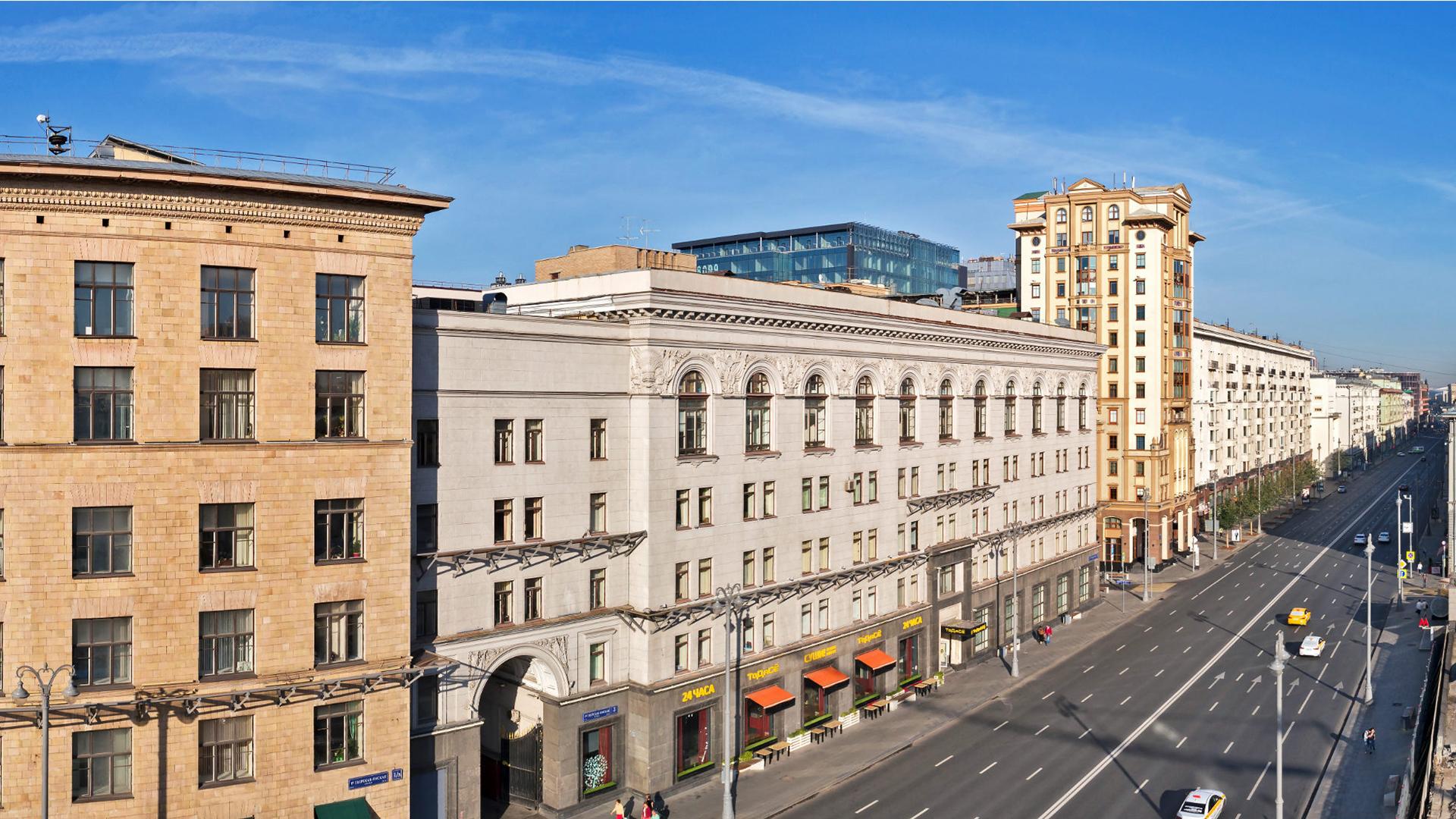 Вид из окон апартаментов на Тверскую