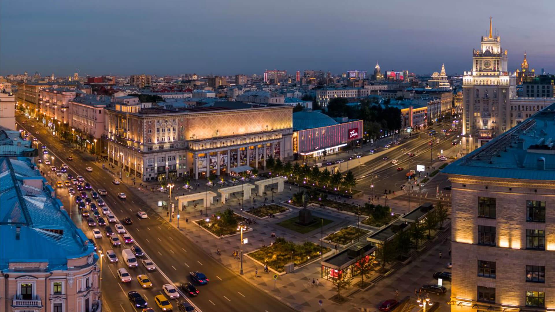 Вечерний вид на Площадь Маяковского
